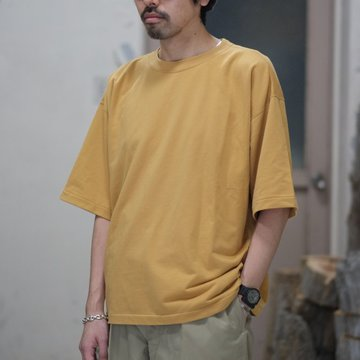 AURALEE(オーラリー)/  SUPER HIGH GAUGE SWEAT BIG TEE -CAMEL YELLOW- #A8ST02NU