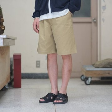 【2018 SS】 AURALEE(オーラリー) WASHED FINX LIGHT CHINO WIDE SHORTS -KHAKI BEIGE- #A8SP02CN