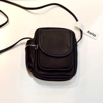 Aeta (アエタ) DEER LEATHER SHOULDER POUCH -BLACK-#DA05