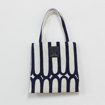 mina perhonen(ミナ ペルホネン) finger stripe ミニバッグ
