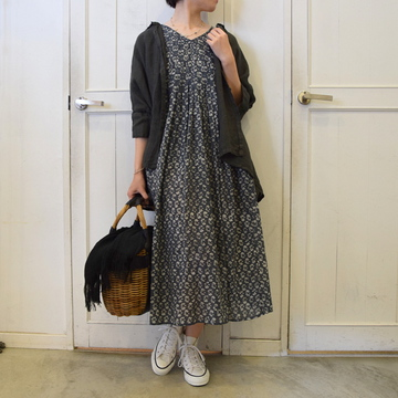 maison de soil(メゾンドソイル)fine voile small flower block print V-NECK S/SL DRESS【K】