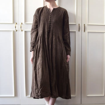 maison de soil(メゾンドソイル) HAND DYED KHADI C-NECK PINTUCK DRESS【K】